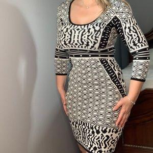 Dresses & Skirts - Stretchy geometric black and white dress